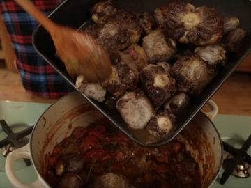 Добавить бычий хвост и мясные соки