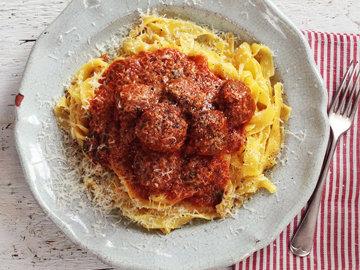 Фрикадельки в томатном соусе от Gizzi Erskine