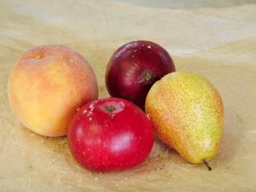 лук, яблоко, груша и персик