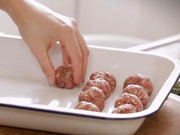 2. Джиззи Эрскин готовит Фрикадельки в нью-йоркском стиле