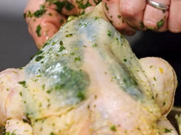 3. Заполнить травками образовавшиеся полости на грудке