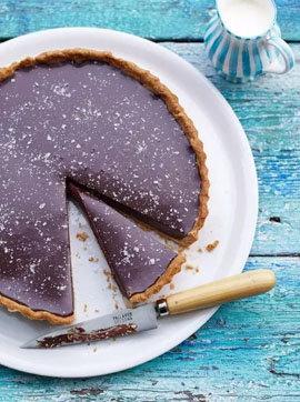 шоколадный пирог с солеными хлопьями