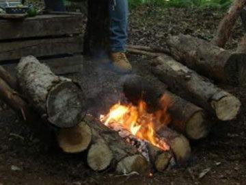Как развести огонь на принципе самопитания 1