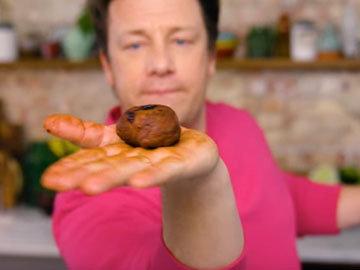 Мастер класс Джейми Оливера Рецепт сдобных булочек Hot Cross. Шаг 11
