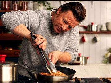 Джейми готовит красивый вкусный баклажан