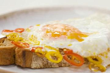 3. Яйцо с пастой Мадрас