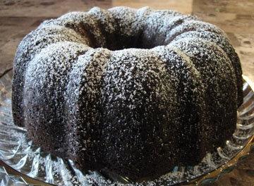 выложить пирог на решетку