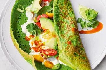 Закуска из семги в зеленых блинах