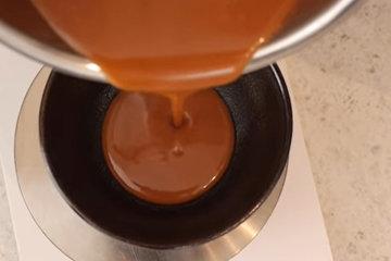 4. Шоколадный мусс с карамелью