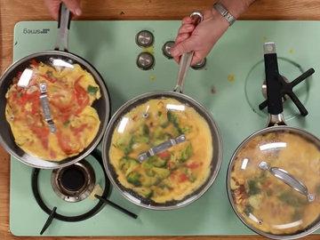 Женнаро готовить все 3 фриттаты одновременно 2