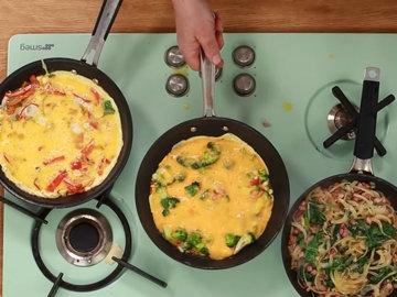 Женнаро готовить все 3 фриттаты одновременно 3