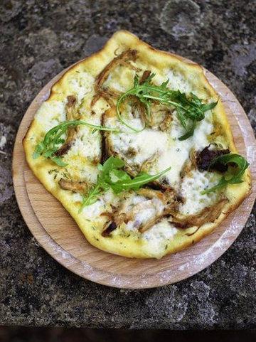4. Пицца со свининой, соусом Таледжио