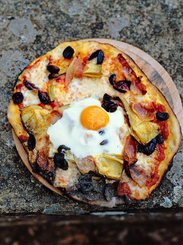8. Начинка для пиццы яйцо, прошутто, артишоки, оливки, моцарелла