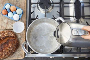 Как приготовить идеальное яйцо-пашот 1