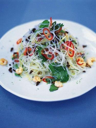 2. Легкий ужин Азиатский салат с лапшой