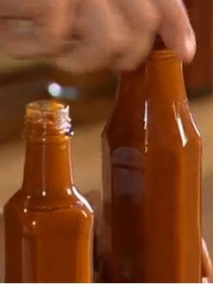 Расфасованный кетчуп в бутылках