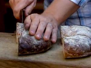 Хлеб для супа нарезать ломтями