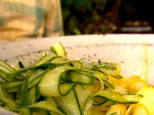 Как заправить салат из кабачков