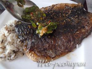 Рыбу подать с рисом и азиатским соусом