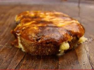 Как подать гренки с чатни из красного перца и сыром
