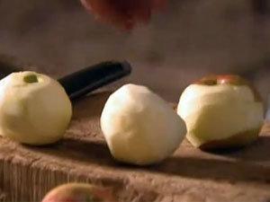 Очищенные яблоки для тарта татен