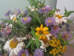Цветы для украшения салата Цезарь