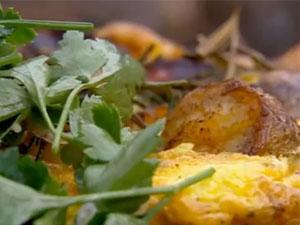 Омлет с салатом из петрушкой