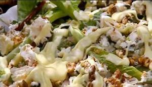 заправить салат сметанным соусом