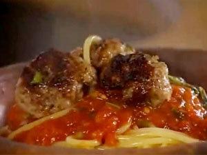 Фрикадельки и спагетти с соусом за 10 минут готовы