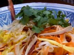 Салат из моркови с зеленью