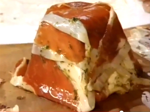 Козий сыр подготовлен к запеканию