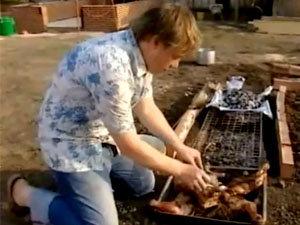 Джейми запекает ягненка на гриле