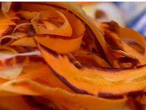 Нарезанная морковь для салата