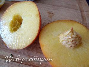 Персики разрезать
