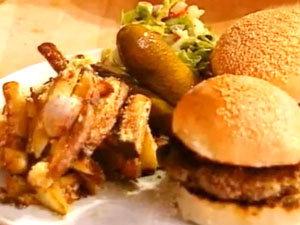 Бургеры, чипсы и салат - ужни для Короля