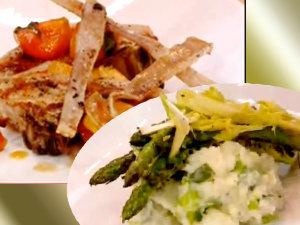 Подать жареную свинину, картофельное пюре чемп и салат