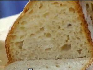 Хлеб нарезать ломтями