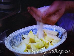 Приготовление яблок для начинки пирога