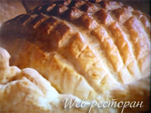 Готовый пирог из слоеного теста - с мясом и пивом
