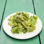 Как приготовить салат Цезарь на легкий лад