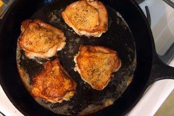 Курицу обжарить до золотистого цвета