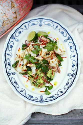 Рецепты для гриля. Приготовить кальмары и салат с кальмарами