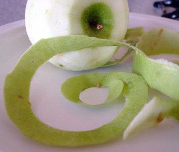 Яблоки помыть, очистить и нарезать кусочками