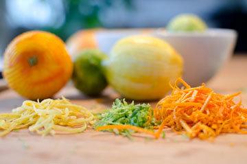Снять цедру с фруктов