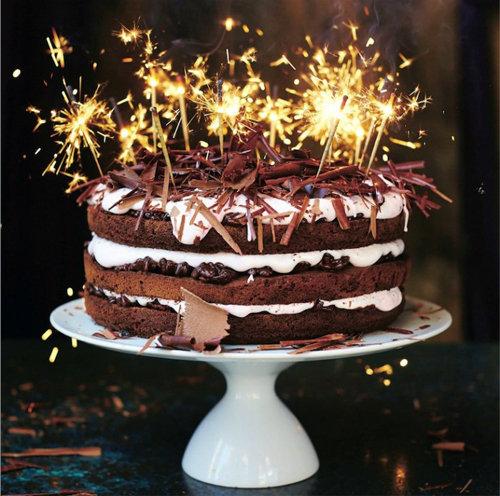 Праздничный торт шоколадный - как приготовить и украсить
