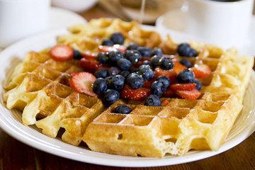 С чем подать вафли на завтрак