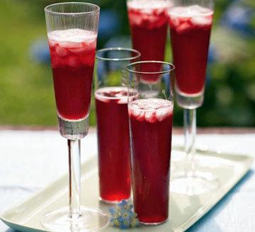 Как приготовить коктейль с шампанским и гранатовым соком