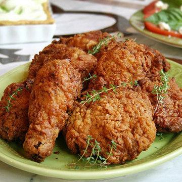Маринованная курица, приготовленная во фритюре - очень вкусное блюдо