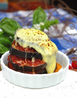 Баклажаны запеченные с пармезаном - простой и вкусный рецепт