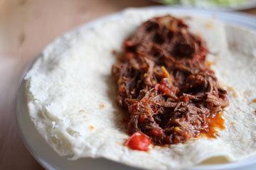 По вкусу можно добавить к мясу чили - и подать с лепешками